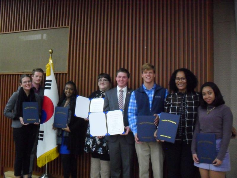 students pose with the Korean flag